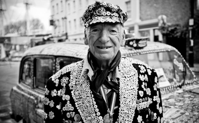 Alt = Pearly Kings and Queens from 19/20 century London wore clothes decorated with mother-of-pearl buttons